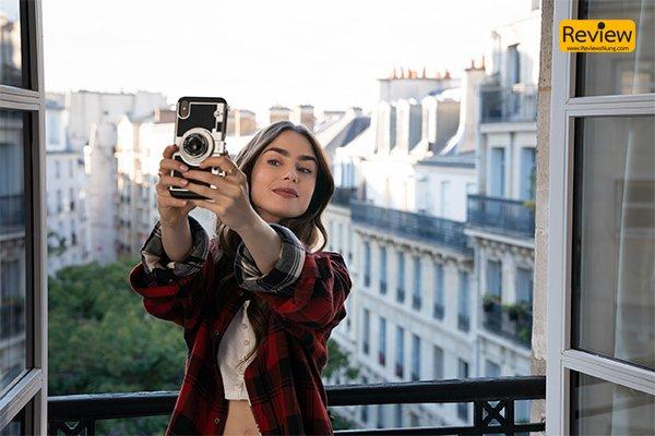 รีวิวซีรีส์ Netflix : Emily in Paris หนังฟีลกู๊ด ชีวิตในฝัน กับการทำงานที่ปารีส รีวิวหนัง Netflix EmilyinParis
