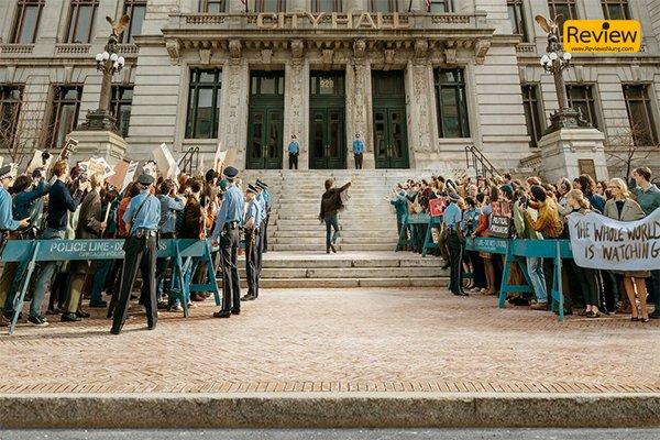 รีวิว Netflix : The Trial Of The Chicago 7 การชุมนุมอย่างสันติอันทรงพลัง