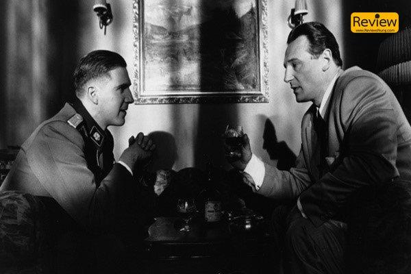 Schindler's List ภาพยนตร์ขาวดำสะท้อนสงครามจากยุค 90 รีวิวหนัง รีวิวหนังเก่า รีวิวหนังสงคราม Schindler'sList